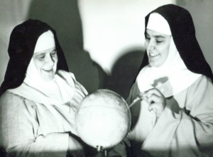 Mère Jeanne Le Ber et Mère Rita-Marie vers 1953